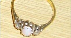 Detectives in hunt for stolen jewellery