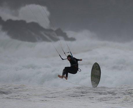 kite surfer loses his board in the sea