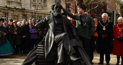 Charles Dickens statue with great-great-great-gran