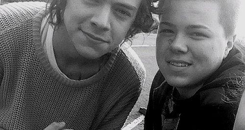 Harry Styles One Direction Selfie Cardington Hange