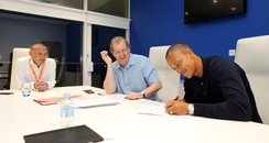 Bobby Zamora signs his new contract